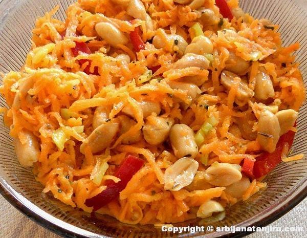 Salata od šargarepe s kikirikijem