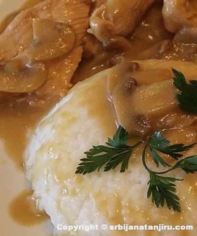 Ćuretina sa pečurkama u sosu od senfa