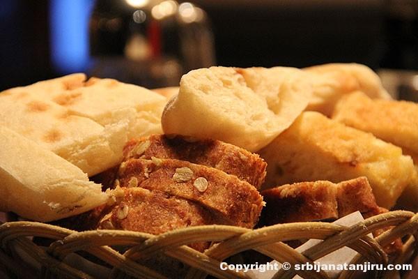 Hleb u restoranu