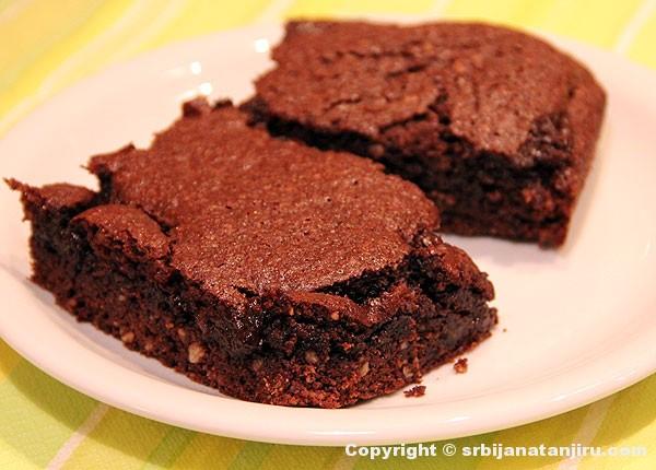 Čokoladni kolač sa rogačem
