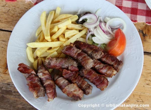 Ćevapi u slaninici