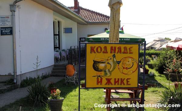 Kod Nade i Žike, ulaz u baštu restorana