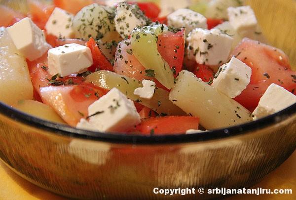 Salata od špargle i paradajza