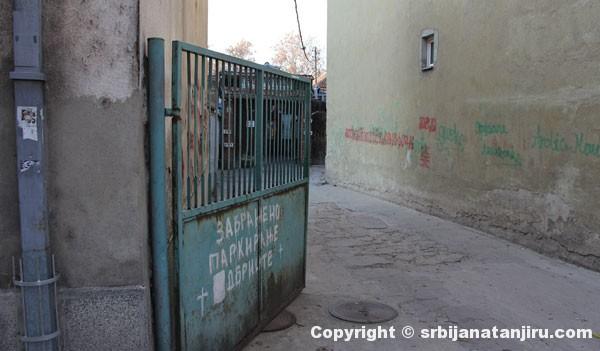 Nišlijska mehana - prilaz sa ulice