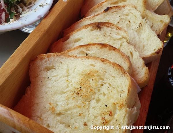 Hleb prepečen na roštilju