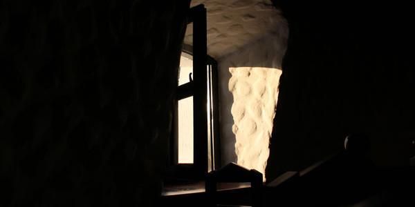 U pomalo sumornom okruženju bečejske periferije restoran Don Quijote (Don Kihot) sa svojom prostranom i lepo uređenom baštom deluje kao da je tu sleteo iz nekog drugog sveta. Ogromni četinari […]