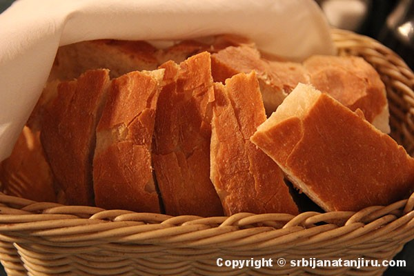 srbija-na-tanjiru-hleb