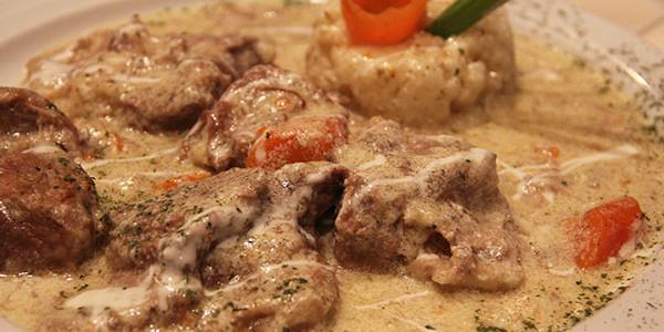 """Na starom pančevačkom putu, mnogo bliže Pančevu a opet na teritoriji beogradske opštine Palilula, nalazi se restoran Mali raj. Ovaj restoran ima višedecenijsku tradiciju i spada u čuvenije restorane """"beogradskog […]"""